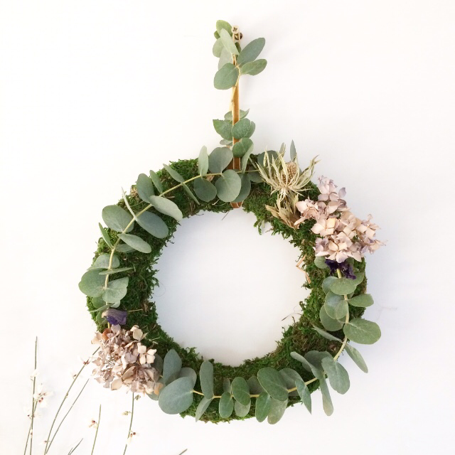 A spring wreath made with moss